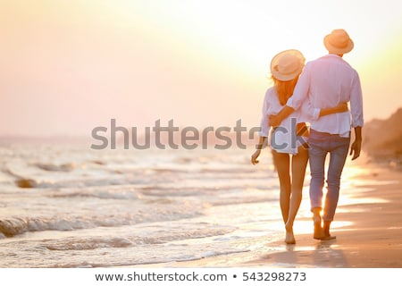 Сток-фото: пару · пляж · сидят · глядя · острове