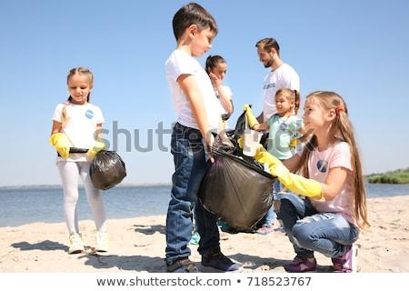 Man verzamelen vuilnis strand kaukasisch Stockfoto © nito