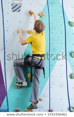Achteraanzicht jeugdig jongen Geel tshirt grijs Stockfoto © pressmaster
