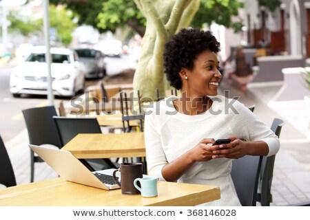 ストックフォト: 黒人女性 · 外 · 携帯電話 · ノートパソコン · 美しい · アフリカ系アメリカ人