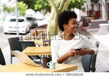 Foto stock: Mulher · negra · fora · celular · laptop · belo · africano · americano