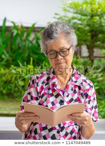 Photo stock: Asian · vieille · femme · lire · livre · extérieur · ethniques