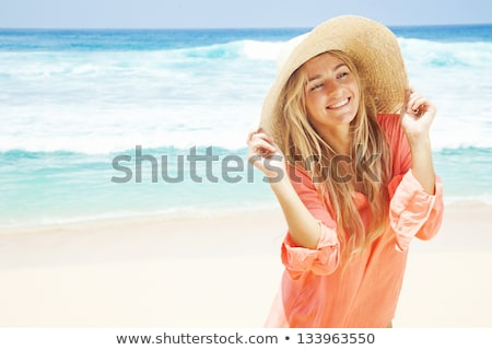 mosolyog · szőke · nő · kalap · nap · elleni · védelem · piros · bikini - stock fotó © dash