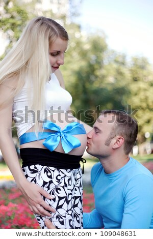 ожидание · поцелуй · любящий · пару · кровать · студию - Сток-фото © oleksandro