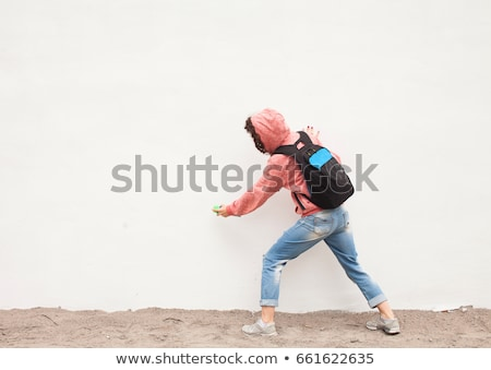 Stockfoto: Graffiti · kunstenaar · verf · muur · volwassen · mannelijke