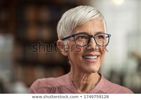 idős · nő · szemüveg · közelkép · kéz · mosoly - stock fotó © Paha_L