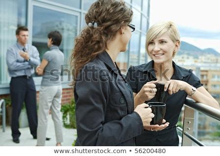 koffiepauze · buiten · kantoor · vrouw · voedsel · koffie - stockfoto © is2
