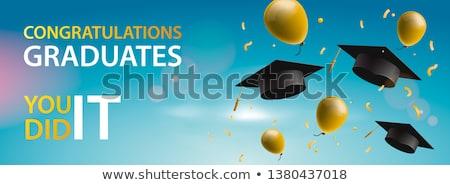 Gefeliciteerd afgestudeerden ballonnen confetti blauwe hemel omhoog Stockfoto © ikopylov