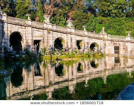 Fontein 18e eeuw tuin brug reizen god Stockfoto © Alex9500