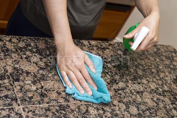 Foto stock: Limpieza · piedra · cocina · manos · trapo · aerosol