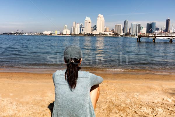Nő élvezi kilátás San Diego sziluett hátulnézet Stock fotó © tab62