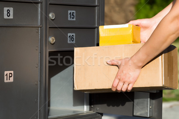 Colli mailbox horizontaal afbeelding vrouwelijke handen Stockfoto © tab62