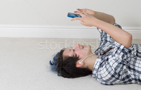 十代の少女 リラックス 携帯電話 リスニング 十代の少女 見える ストックフォト © tab62