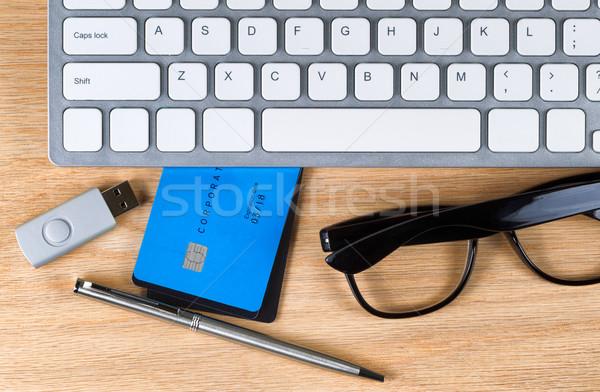 Asztali hitelkártyák felső kilátás tölgy fa Stock fotó © tab62