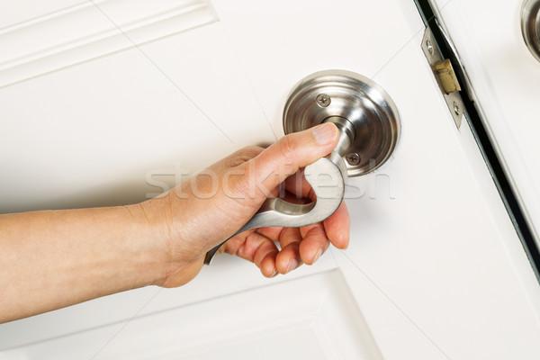 Homme main ouverture porte d'entrée horizontal photo Photo stock © tab62