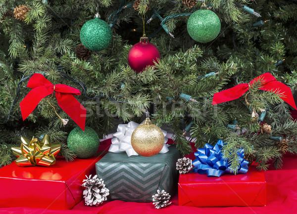 Cadeaux fêtes up décoré arbre fête Photo stock © tab62