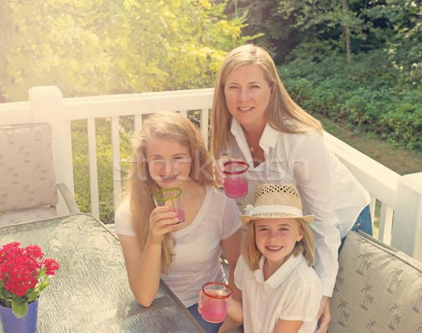 Amusement soleil famille extérieur patio lumineuses Photo stock © tab62