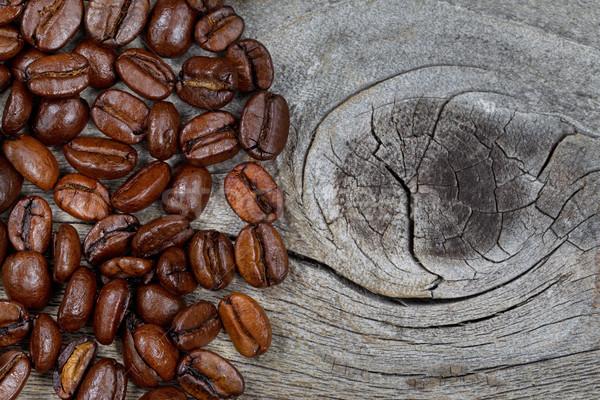 Fresco grãos de café rústico madeira Foto stock © tab62