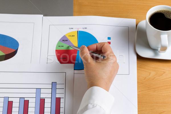Hand pen naar gegevens financiële Stockfoto © tab62
