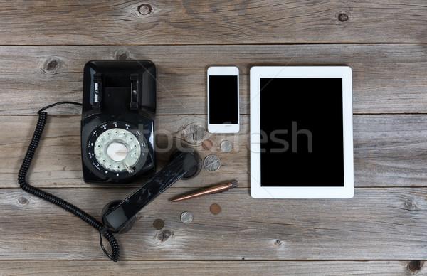 Idejétmúlt modern kommunikáció eszközök rusztikus fa deszka Stock fotó © tab62