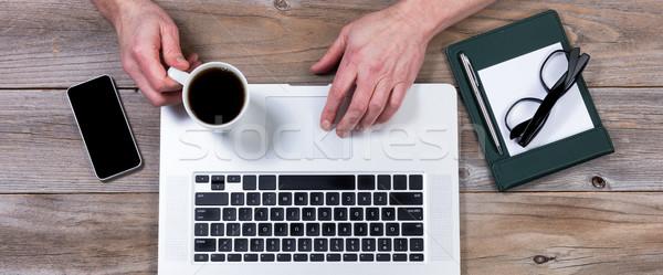 Ver trabalhando área de trabalho mãos laptop computador portátil Foto stock © tab62