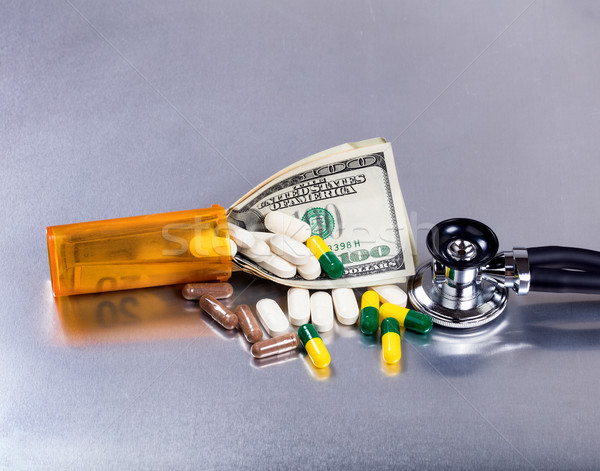 Medische kosten geld geneeskunde roestvrij staal pillen Stockfoto © tab62