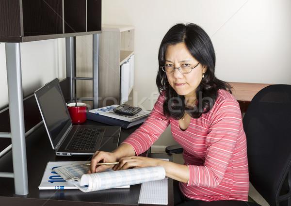 Stok fotoğraf: öfkeli · kadın · gelir · vergi · olgun · Asya