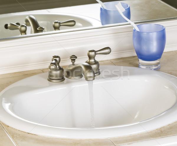 Fehér fürdőszoba mosdókagyló vízcsap nyitva pozició Stock fotó © tab62