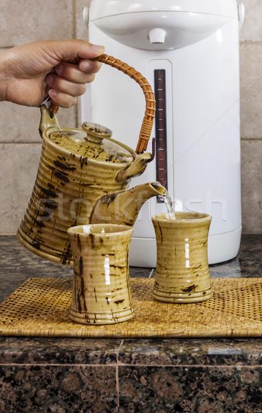 Chá mão copo balcão da cozinha topo Foto stock © tab62