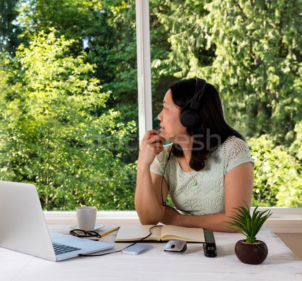 Rijpe vrouw werken home naar uit daglicht Stockfoto © tab62