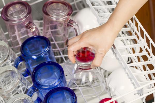 Bulaşık makinesi züccaciye yatay fotoğraf kadın el Stok fotoğraf © tab62
