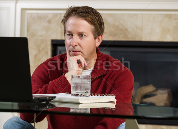 Volwassen man beslissing werken home foto Stockfoto © tab62
