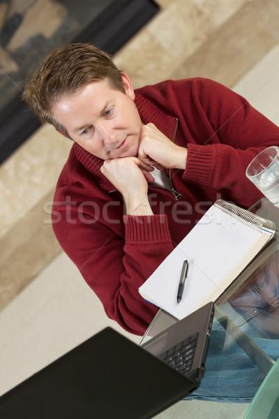 érett férfi gondolkodik dolgozik otthon függőleges fotó Stock fotó © tab62