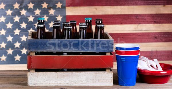 Negyedik sör buli rusztikus fa láda Stock fotó © tab62