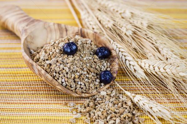Todo grano cereales cuchara de madera horizontal foto Foto stock © tab62