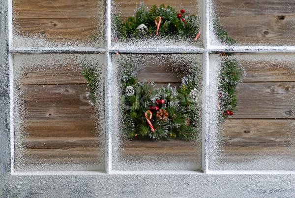 Neige couvert fenêtre décoratif Noël couronne Photo stock © tab62