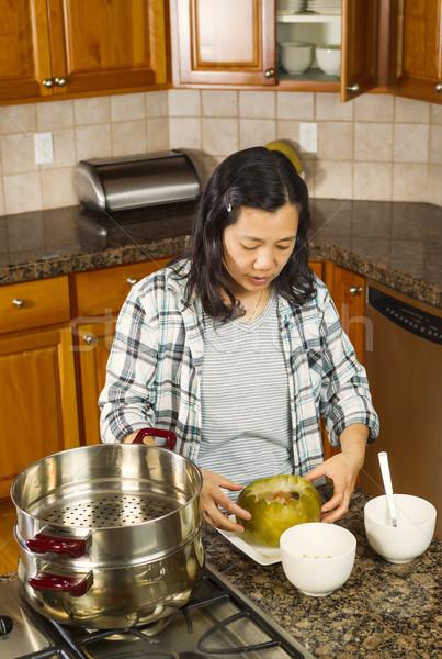 ストックフォト: 調理済みの · メロン · プレート · 垂直 · 写真