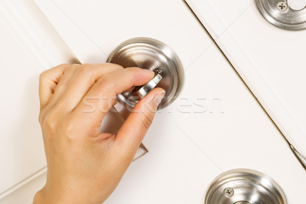Stockfoto: Voordeur · vrouwelijke · hand · slot · home · metaal