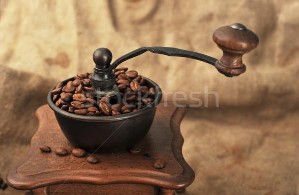 Kahve öğütücü bağbozumu kahve çekirdekleri yalıtılmış Stok fotoğraf © taden