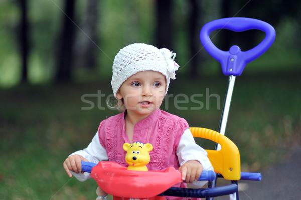 Küçük kız üç tekerlekli bisiklet çocuklar göz Stok fotoğraf © taden