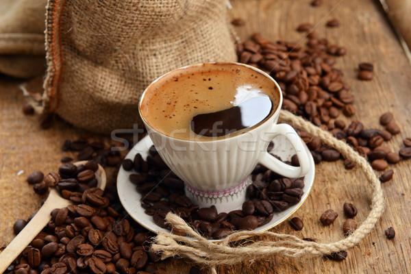 Foto stock: Grãos · de · café · feijões · copo · saco · atrás · café · preto