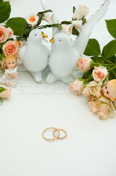 Gyűrűk rózsák jegygyűrűk virág rózsa levél Stock fotó © taden