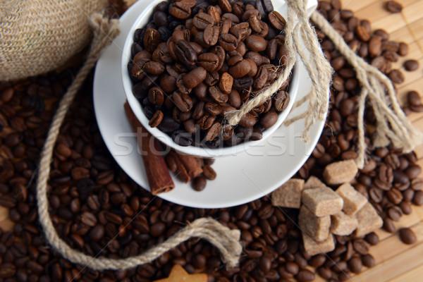 Foto stock: Grãos · de · café · copo · café · fundo · estoque