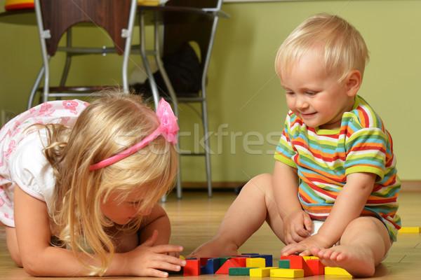 Foto stock: Nino · hermana · pequeño · jugando · casa · familia