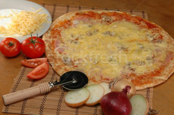 Pizza tabel klaar groene kaas Stockfoto © taden