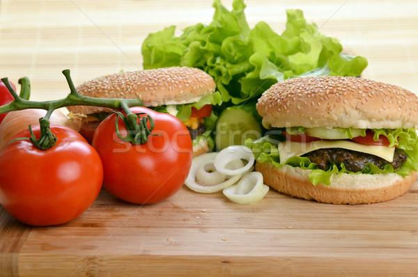 ízletes hamburger étvágygerjesztő fából készült tányér kenyér Stock fotó © taden
