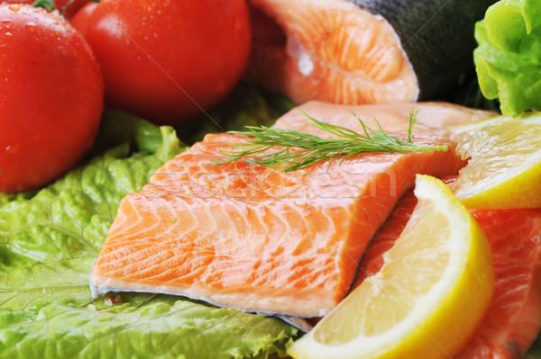 Piezas salmón especias placa madera Foto stock © taden
