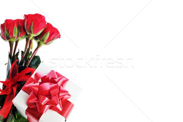 赤いバラ 現在 リボン 美しい 花 紙 ストックフォト © taden