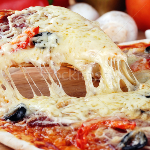 Dilim taze pizza pepperoni zeytin Stok fotoğraf © taden