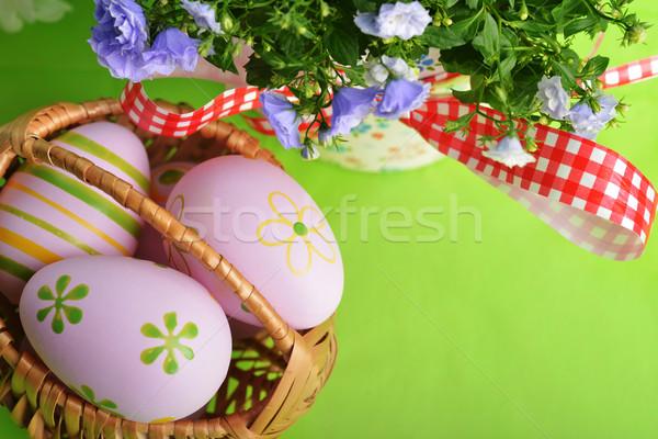 Paskalya yumurtası sepet mavi çiçekler yeşil Stok fotoğraf © taden